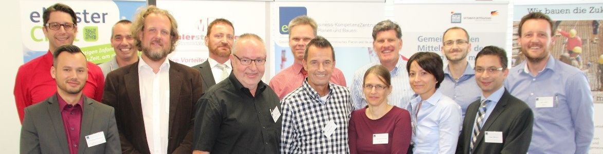 eMasterCraft-Projektpartner und ein Vertreter des Projektträgers Deutsches Zentrum für Luft- und Raumfahrt (PT DLR)